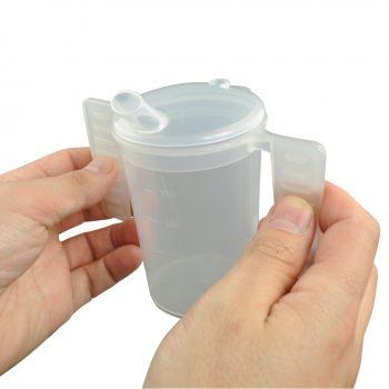 Drinkbeker lange tuit platte handgrepen